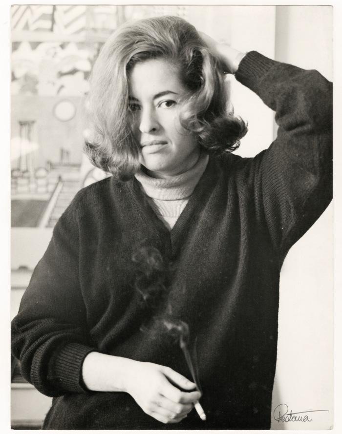Retrato de Teresa Burga, ca. 1966. Fotografía de Baldomero Pestana