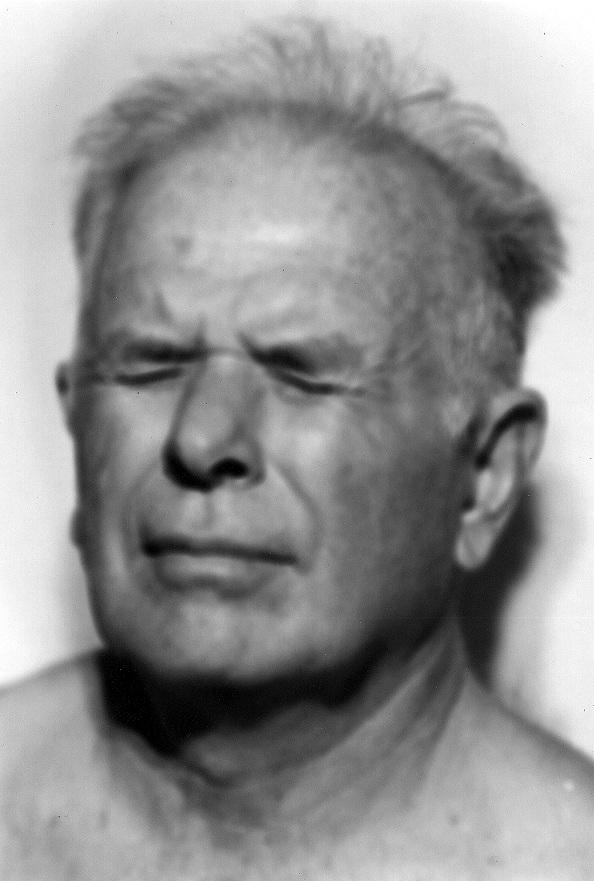 Helen Zout. Argentina. Jorge Julio Lo¦üpez, sobreviviente del centro clandestino Arana, La Plata. 2000 b