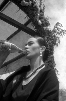 Leo Matiz, FRIDA KAHLO EN XOCHIMILCO, MÉXICO ca 1941