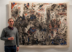 El artista Agustín González Goytía y la obra Batalla