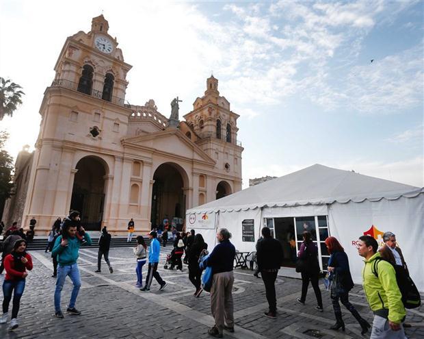 Un mercado en las calles cordobesas. Foto: LA NACION / Diego Lima